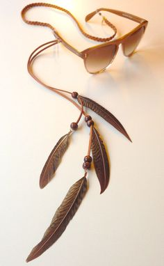 Sintillia's Feather Collection– new style: 'Native Whisper'. Sintillia's Feather Collection– new style: 'Native Whisper'. Seashell Jewelry, Resin Jewelry, Beaded Jewelry, Diy Glasses, Diy Jewelry Projects, Glass Necklace, Handmade Accessories, Handmade Necklaces, Chains