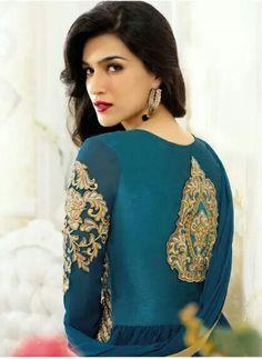 Hra s očný tieň, ale je potrebné urobiť obočie a lepšiu riasy lol Bollywood Girls, Bollywood Stars, Bollywood Celebrities, Bollywood Fashion, Beautiful Bollywood Actress, Most Beautiful Indian Actress, Indian Fashion Trends, Hollywood Heroines, Beauty Full Girl