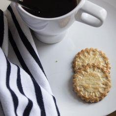 Chilly mornings call for strong coffee and famous butter cookies from La Mere Poulard  Rien de tel qu'un bol de café bien noir et de bons gâteaux au beurre La Mère Poulard pour affronter les gelées matinales