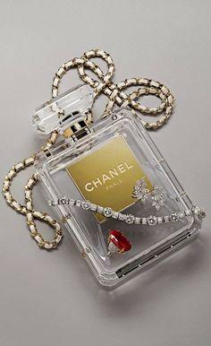 Chanel Nº5 Bottle Bag via misaueridasfashionistas #Handbag #Bottle #Chanel
