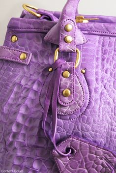 Designer Handbag CAKE by Confetti Cakes. Check out Elisa Strauss' class on how to make a purse cake @ the Craftsy website. It is an amazing detailed tutorial; I love it!