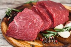 4 beef dishes, each of which will be a real event on your Desk. Roast with vegetables on the Alpine recipes. Mongolian beef, a dish which is among the most… Organic Food Shop, Kiwi And Banana, Beef Recipes, Healthy Recipes, Healthy Foods, In Natura, Mongolian Beef, Gluten Free Banana, Grass Fed Beef