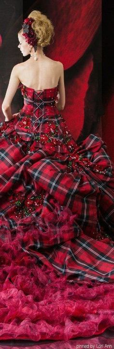 Beautiful Scottish Tartan evening dress by Stella de Libero Mode Tartan, Tartan Plaid, Beautiful Gowns, Beautiful Outfits, Cool Outfits, Beauty And Fashion, High Fashion, Tartan Christmas, Christmas Wedding