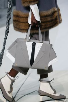 See the complete Thom Browne Fall 2017 Ready-to-Wear collection. Winter Fashion Outfits, Fall Winter Outfits, Fashion Show, Fashion Design, Novelty Bags, Fall Handbags, Thom Browne, Ready To Wear, Fashion Photography