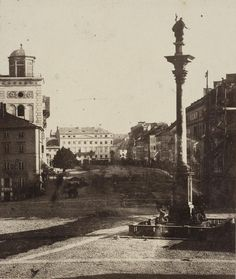 Warsaw the King Sigismund Vasa Column at Castle Square Warsaw Poland, My Heritage, Beautiful Buildings, Old Pictures, Views Album, Paris Skyline, Taj Mahal, Old Things, Black And White