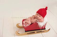 He encontrado este interesante anuncio de Etsy en https://www.etsy.com/es/listing/169107548/ready-to-ship-hiney-holder-wooden-sleigh