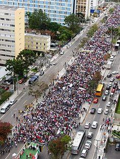Protesto contra Beto Richa reúne 30 mil pessoas nas ruas de Curitiba | Os Amigos do Presidente Lula #PSDBnaomeEngana #PSDBblindadopelamidia