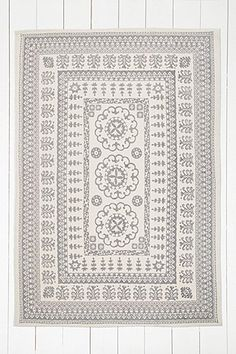 Tapis Euphrates gris 5 x 7 - Urban Outfitters Wall Carpet, Rugs On Carpet, Durham, Asheville, Urban Outfitters Rug, 5x7 Rugs, Salons Cosy, Deco Boheme, Sweet Home