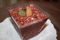 Prajitura raw cu cirese si canepa