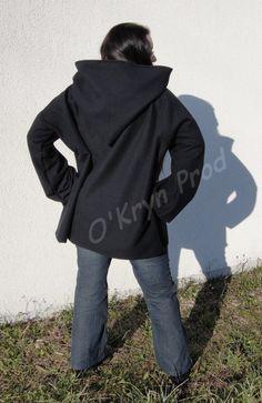 Tutoriel pour réaliser un grand pull polaire à capuche. Facile et pratique pour avoir chaud l'hiver.