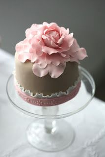 mini cake in taupe and pink
