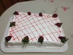 Pastel de vainilla con relleno de crema pastelera