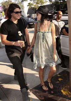 Katy Perry Lookbook: Katy Perry wearing Thong Sandals (24 of 42). Katy's cute black, patent leather, t-strap sandals look darling with her bohemian sun dress.