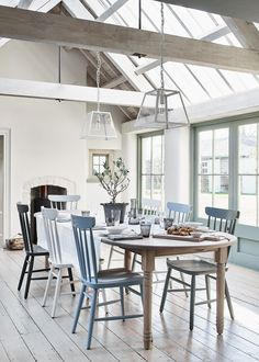 Using fewer colours to create a core palette Dining Room Images, Dining Room Design, Dining Room Furniture, Dining Room Table, Furniture Design, Dining Area, Furniture Sets, Plans Loft, Painted Dining Chairs
