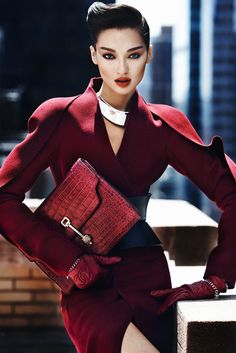 Bruna Tenório by Txema Yeste for US Marie Claire ❥❥The Lady in Red❥slcj❥❥ Beauty And Fashion, Passion For Fashion, Love Fashion, High Fashion, Fashion Trends, Fashion Bags, Winter Fashion, Marie Claire, Mode Style