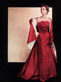 Jeanne Lanvin 1954 This is what I wanted to be growing up. but they invented Yoga pants! Dior, Fifties Fashion, Retro Fashion, Gothic Fashion, Vintage Gowns, Vintage Outfits, Vintage Glamour, Vintage Vogue, Jeanne Lanvin