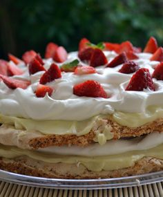 tourta antonias 3edited Greek Recipes, Summer Time, Cocoa, Waffles, Cheesecake, Vanilla, Goodies, Food And Drink, Strawberry