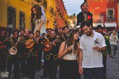 #sanmigueldeallendeboda #sanmigueldeallendewedding #wedding #love #couple #weddingphotography #callejoneada