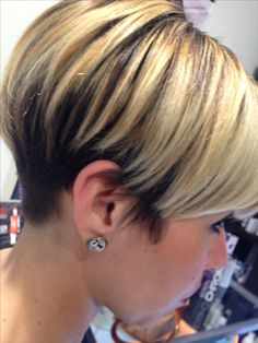 Hair cuts - All For New Hairstyles Stacked Haircuts, Mom Hairstyles, Haircuts For Fine Hair, Cute Hairstyles For Short Hair, Choppy Hair, Short Hair With Bangs, Short Hair Cuts For Women, Short Hair Styles, Short Wedge Hairstyles