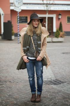 Winter Outfit / Isabel Marant Look a like Boots, boyfriend Jeans, Camel Coat Pimkie, Zara Scarf Green, Hat Brown Forever 21 / Preppy / College