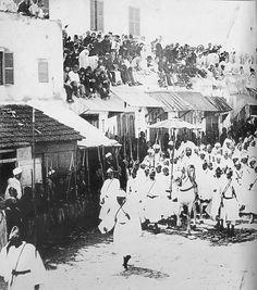 Antonio Cavilla Photographer: Entrada del Sultán Moulay Hassan en Tánger el 22 septiembre 1889.