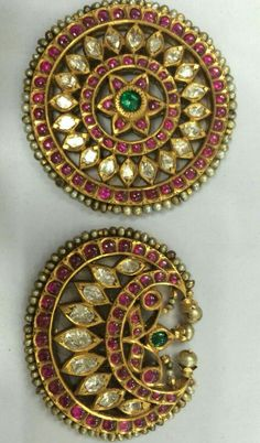 These are rare pieces of traditional jewelry used by bharatnaatyam dancers and also in south indian weddings for hairdo,,,Luv it. Antic Jewellery, Jewelry Ads, Head Jewelry, Royal Jewelry, Gold Jewellery Design, Temple Jewellery, India Jewelry, Diamond Jewelry, Hair Jewellery
