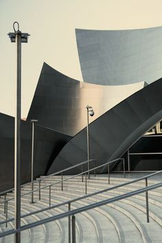 FRANK GEHRY, Walt Disney Concert Hall, Los Angeles, USA 1999-2003. Photogrpahy by Benjamin Antony Monn. / Benjamin Antony Monn