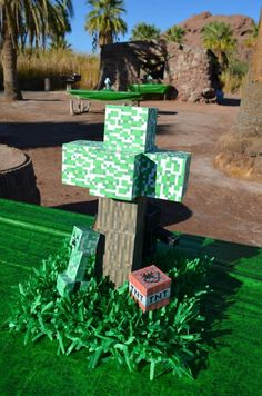 Minecraft Party with Full of Awesome Ideas via Kara' s Party Ideas… Minecraft Birthday Party, 6th Birthday Parties, Birthday Ideas, 12th Birthday, Minecraft School, Minecraft Cake, Minecraft Ideas, Minecraft Party Activities, Minecraft Decoration
