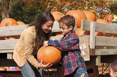 Not sure where to pick pumpkins and apples? Here is a complete list of pumpkin patches in #Iowa to visit this Autumn.