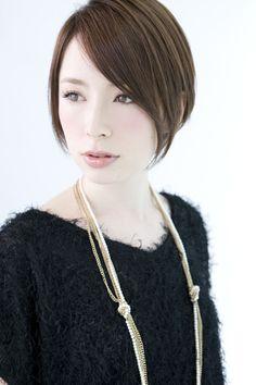 cool short style もともとヘアスタイルのPinだけど、その手の写真はプロフィール写真としていいね。