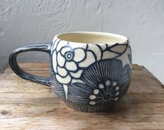 Floral handcrafted ceramic mug by MODHomeceramics on Etsy Pottery Place, Slab Pottery, Ceramic Pottery, Sgraffito, Pottery Painting, Ceramic Painting, Ceramic Cups, Ceramic Art, Clem