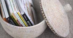 Эта прочная корзина поможет вам организовать пространство и украсит ваш 🏡 ▶️Состав: натуральная трава и тонкие полоски из пластика. ✅Приблизительные размеры: ✅H-32см (20см - без крышки) ✅D-34см 🔸2500₽ Для заказов пишите/звните +7(903)2154845 Viber/WhatsApp/смс/ Ditect #плетеныекорзины #плетеныеизделия #плетеныекорзиныручнойработы #плетеныекорзиныbasketwicker #корзиныдляхранения #корзиныручнойработы #корзиныдлябелья #корзинадляхранения #корзинкадляинтерьера #bwцвет_белый