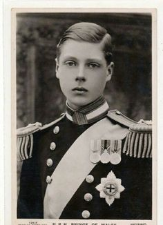 Edward, Prince of Wales, later became King Edward VIII and lastly Duke of Windsor after giving up the throne (on December after ruling for less than one year) for Wallis Simpson. Royal Monarchy, British Monarchy, Reine Victoria, Queen Victoria, Queen Mary, Queen Elizabeth Ii, Eduardo Viii, Edward Windsor, Wallis Simpson