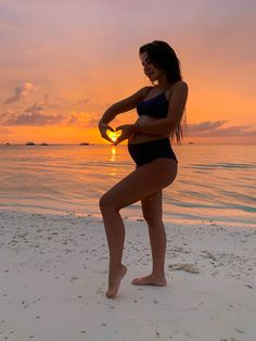 Cute Pregnancy Pictures, Pregnancy Looks, Cute Baby Pictures, Pregnancy Photos, Beach Maternity Photos, Maternity Photography Poses, Cute Maternity Outfits, Baby Shooting, Maternity Studio