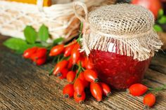 Slatko od šipurka i jabuka Chutney, Carrots, Food And Drink, Strawberry, Meals, Vegetables, Fruit, Desserts, Pink