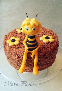 Maya the Bee cake topper went perfect for the Honey cake ;)