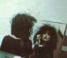 Goth girl getting ready 80s Goth, Punk Goth, Vintage Goth, Gothic Musik, Estilo Grunge, Look Man, Riot Grrrl, New Romantics, Goth Aesthetic