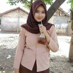 Setahunbaru: Happy Hijab Girl Has a Love Girl Hijab, Hijab Outfit, Muslim Girls, Muslim Women, Hijab Fashion, Girl Fashion, Womens Fashion, Fashion Design, Muslim Beauty