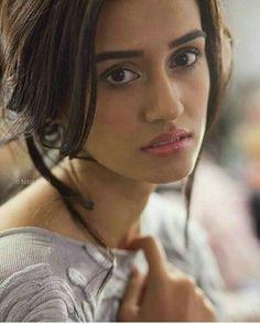 Gorgeous disha patani Indian Models, Bollywood Female Actors, Bollywood Actress, Indian Actresses, Actors & Actresses, Erica Fernandes, Disha Patni, All Actress, Hair Color For Black Hair