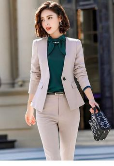 Cute grey suit and green shirt - Office Outfits - Work Outfits Women Office Outfits Women, Business Casual Outfits, Business Fashion, Classy Casual, Classy Outfits, Stylish Outfits, Work Fashion, Fashion Outfits, Woman Outfits
