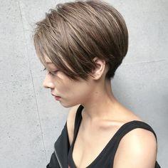 ユタカ ミヤザキさんはInstagramを利用しています:「@marieishikawa さん ストレートスタイルでオイルだけでカットの質感を出して撮影しました! 横の雰囲気が本当に素敵すぎます^ - ^ 自然光で撮ってるのでハイライトがわかりやすいかと! 襟足の刈り上げからサイドの顔まわりの毛先までこだわってカットしました!…」