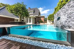Clever pool