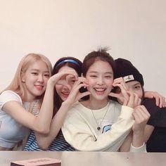 Check out Blackpink @ Iomoio Kpop Girl Groups, Korean Girl Groups, Kpop Girls, Divas, Kim Jennie, Yg Entertainment, Blackpink Youtube, Black Pink Kpop, Blackpink Photos
