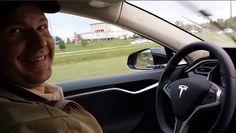Família de motorista que morreu em carro da Tesla diz não culpar 'piloto automático'