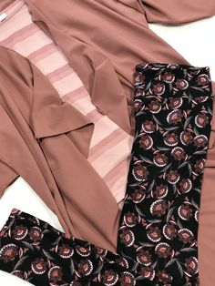 💕 Kloak Yourself In Beauty 💕 Meet an easy peasy outfit that is beautiful and looks like you spent hours coordinating it.   LARGE SHIRLEY KIMONO XL GIGI (fitted; fits like a large) TALL & CURVY LEGGINGS