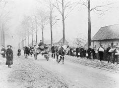 Belgian refugees leaving Ypres, 1914. via @levdavidovic