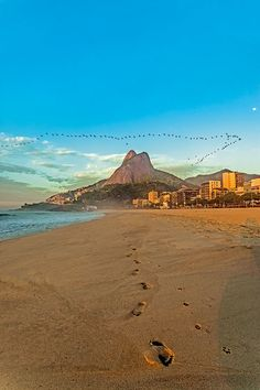 Leblon Strand, Rio de Janeiro, Brasilien. Foto: Felix Richter Medium Art, Monument Valley, Nature, Travel, Rio De Janeiro, Pictures, Brazil, Social Media, World
