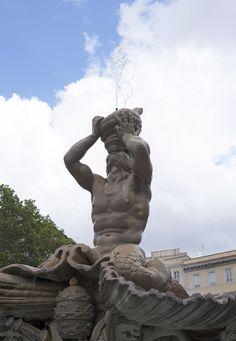 Fontana del Tritone (Rome) - details - Fontana del Tritone - Wikipedia Gian Lorenzo Bernini, World History, Statue Of Liberty, Bodies, Arch, Frozen, Travel, Beauty, Rome