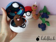 Anleitung Pokéball mit Innenleben Instructions Pokéball with inner life Hand Crochet, Crochet Toys, Diy Crochet, Craft Stick Crafts, Diy Crafts, Thanksgiving Crafts For Toddlers, Crochet Pokemon, Crochet Decoration, Origami Easy