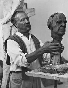 Marino Marini (Pistoia, 27 februari 1901 - Viareggio, 6 augustus 1980) was een Italiaanse beeldhouwer. Hij geldt als een van de bekendste Italiaanse beeldhouwers van de moderne tijd.